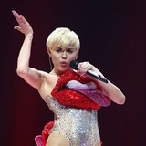 Miley-Cyrus:-Leave-Bieber-alone