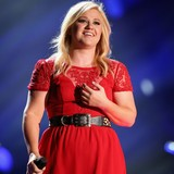 Kelly-Clarkson-not-concerned-by-baby-weight