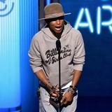 Pharrell-dominates-BET-Awards