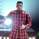 Chris-Brown-double-dating-with-football-star
