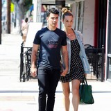 Joe-Jonas-splits-with-girlfriend