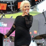 Christina-Aguilera-gives-birth