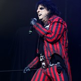 Alice-Cooper-apologises-for-beating-McCartney