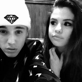 Bieber-treating-Gomez-like-princess