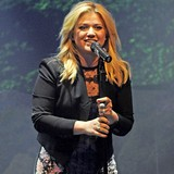 Kelly-Clarkson-wants-more-kids