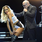 Pitbull:-I-want-backstage-blackout