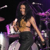 Minaj-dominant-figure-in-Songzs-music-video