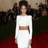 Rihanna-being-considered-for-Bond-theme