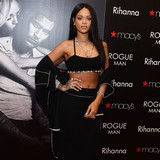 Rihanna-presents-amfAR-award