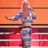 Iggy-Azalea:-Fans,-dont-buy-fakes!
