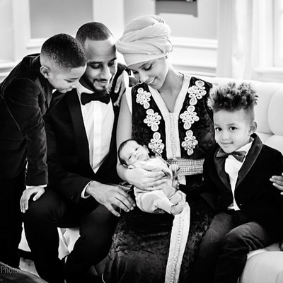 Alicia-Keys-introduces-baby