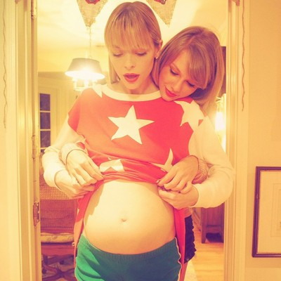 Taylor-Swifts-godmother-duties-for-Jaime-King