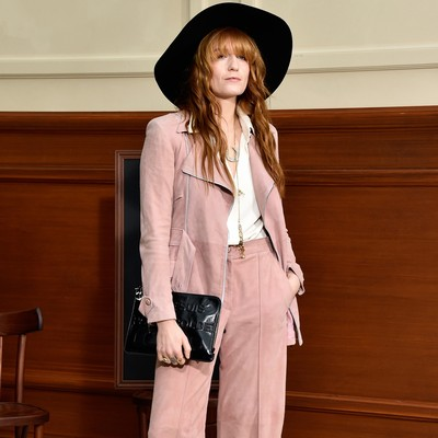 Florence-Welch-getting-serious-with-photographer