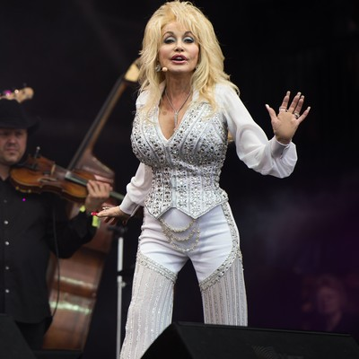 Dolly-Parton:-Time-amazes-me