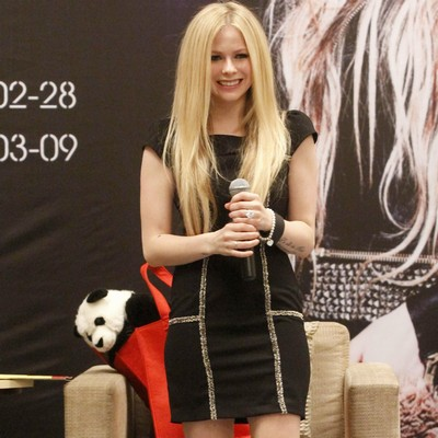 Avril-Lavigne-confirms-illness