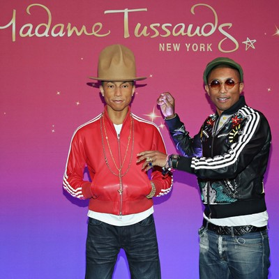 Pharrell-freaked-out-by-wax-figure
