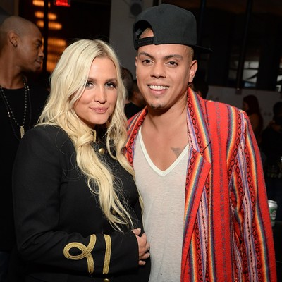 Ashlee-Simpson-welcomes-daughter
