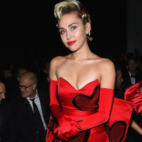 Miley-Cyrus:-Im-single