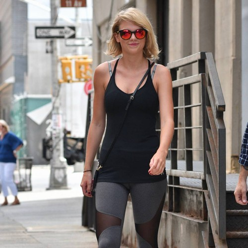 Taylor Swift dismissed from jury duty
