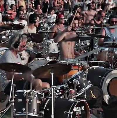 1000-Italian-fans-gather-for-Foo-Fighters-tribute