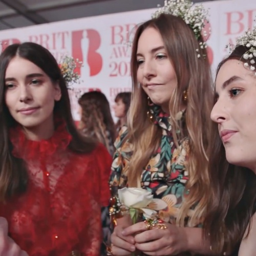 Permalink to HAIM were considered fans when they met the Spice Girls – Music News