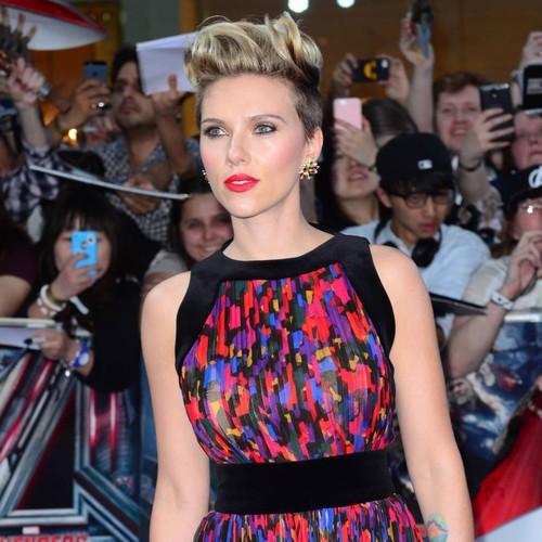 Scarlett Johansson canta per beneficenza