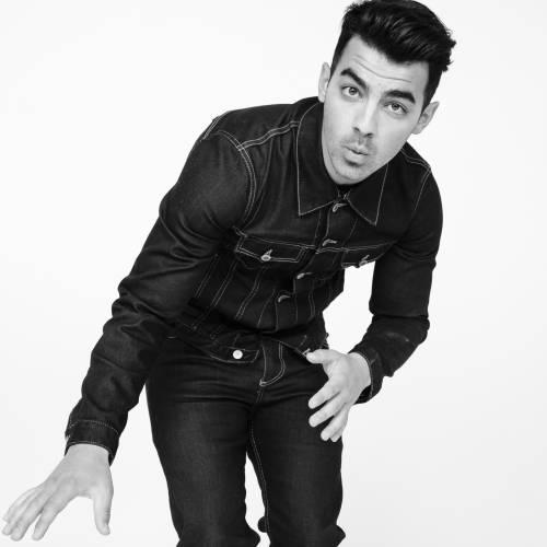 Joe Jonas splits from model Jessica Serfaty
