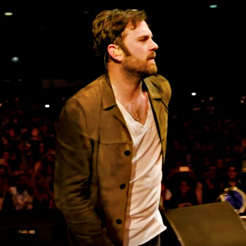 Kings-of-Leon-singer-gets-engaged