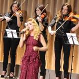 Paloma-Faith-sings-for-Burberry-at-LFW